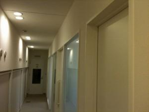サイン改善前の廊下