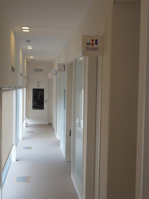 サイン改善後の廊下